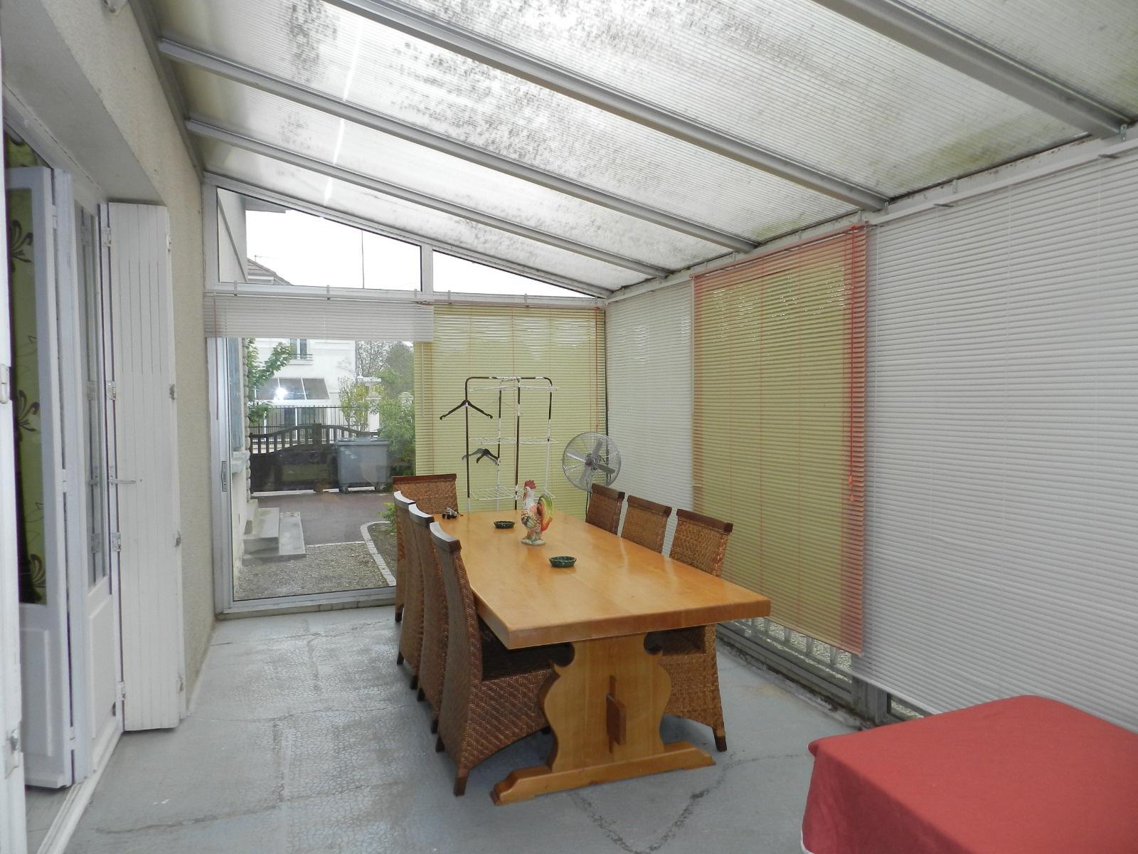 troyes a 5 mn apres barberey maison de 120 m de 1964 sur sous sol cave a renover. Black Bedroom Furniture Sets. Home Design Ideas