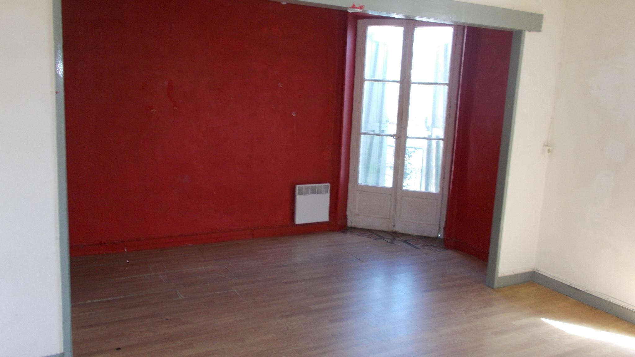 appartement deux chambres balcon rafraichir. Black Bedroom Furniture Sets. Home Design Ideas